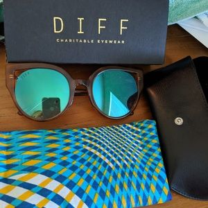 DIFF Penny Sunglasses in Torti with blue flash